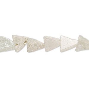 bead, green aventurine (natural), light, 8x8x6mm-13x13x9mm hand-cut flat triangle, f grade, mohs hardness 7. sold per 13-inch strand.