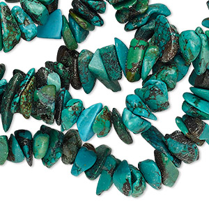 bead, turquoise (dyed / stabilized), green, medium chip, mohs hardness 5 to 6. sold per 33-inch strand.