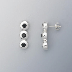 earring, sterling silver and black onyx (dyed), 3mm faceted round, 23x7mm. sold per pair.