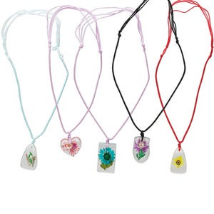 necklace mix, resin / cotton / shell, 29x22mm-40x24mm mixed shape with flower, 16-22 inches with knot closure. sold per pkg of 5.