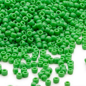 seed bead, dyna-mites™, glass, opaque jade green, #11 round. sold per 1/2 kilogram pkg.
