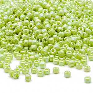 seed bead, dyna-mites™, glass, opaque rainbow green, #8 round. sold per 40-gram pkg.