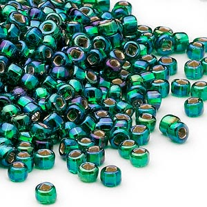 seed bead, dyna-mites™, glass, silver-lined translucent rainbow emerald green, #6 round with square hole. sold per 40-gram pkg.