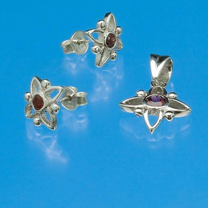 sterling silver and faceted garnet pendant and earring set, flower pattern, 14mm/12mm. (natural) pkg of one-3 piece set.